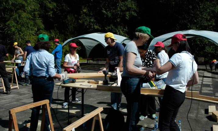 Bauen Spielplatz Corporate Event Sozialprojekt Teambuilding Teamevent